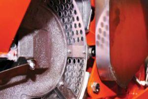 Pormenor de tampa que permite ao utilizador uma boa visibilidade para certificação de que tem todos os furos dos discos completos com sementes